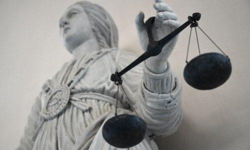 Union européenne : un employeur peut interdire les symboles religieux visibles au travail.
