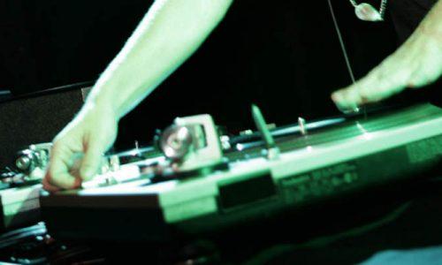 Appel à la prière mixé en Tunisie : un an de prison pour le DJ britannique