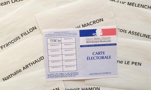 Présidentielle française: à la mi-journée, participation stable au premier tour