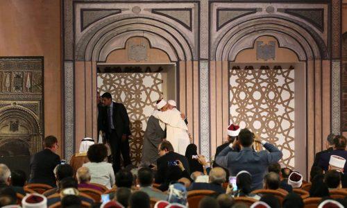 En Egypte, le pape appelle à renouveler la fraternité islamo-chrétienne.