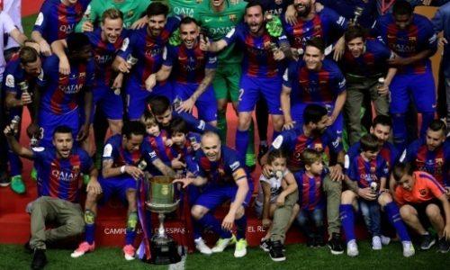 Espagne: Messi offre la Coupe du Roi à Luis Enrique pour son départ.