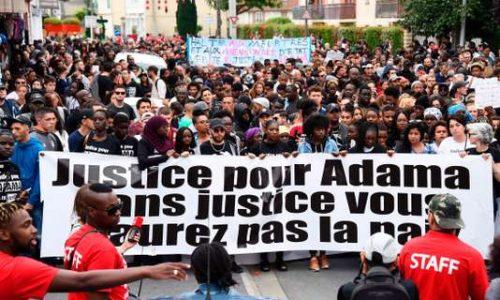 « Pas de justice, pas de paix » : à Beaumont-sur-Oise, un défilé en mémoire d'Adama Traoré.