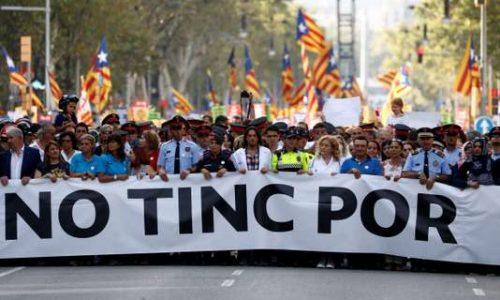 « Sans peur », Barcelone se rassemble contre le terrorisme.