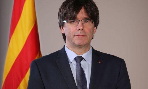 L'indépendantiste catalan Carles Puigdemont défie le roi Felipe VI.