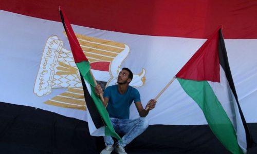 Bande de Gaza : le Fatah et le Hamas signent un accord de réconciliation au Caire.