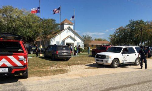 Une fusillade dans une église du Texas fait au moins 20 morts.
