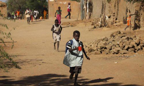 Mali: Aminata, écolière déplacée du conflit, de Gao à Mopti