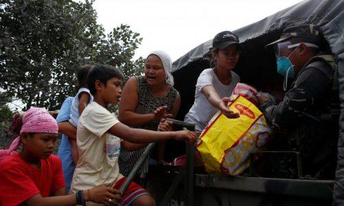 Aux Philippines, 70000 personnes fuient l'éruption du volcan Mayon