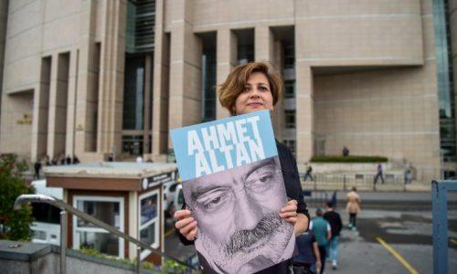 La justice turque condamne trois journalistes renommés à la prison à vie