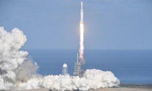 Premier vol historique de la plus puissante fusée du monde