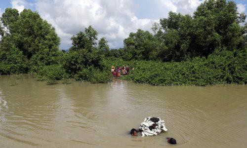 Des Rohingyas tentent toujours de rejoindre le Bangladesh à la nage