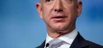 Trump s'en prend de nouveau à Amazon, qui dévisse en Bourse
