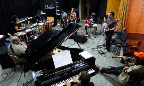 Cap-Vert: Praia au rythme de la famille du Kriol Band et du futuriste Afrotronix